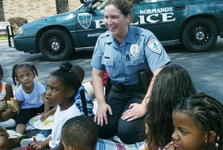 police officer with children